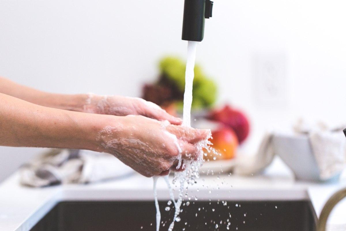 dureza del agua limpiar manos